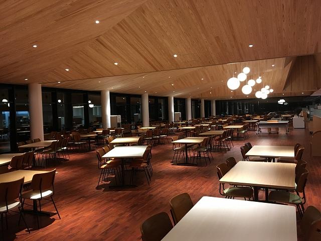 夜の新食堂風景