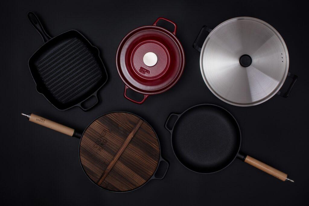 さまざまな金属が使われる鍋やフライパン